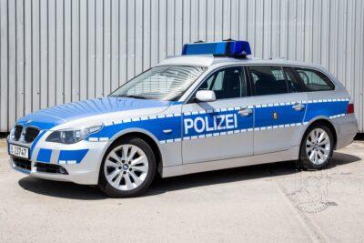 Streifenwagen BMW 5er E60 mieten beim Leon Actionteam.