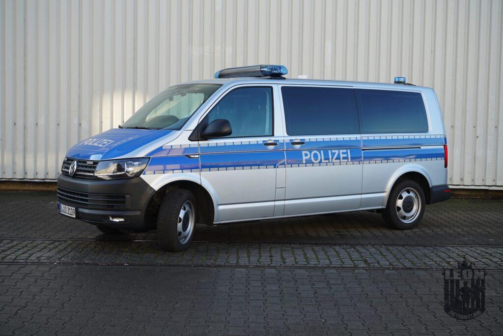 Polizei Streifenwagen VW T6, Einsatzfahrzeug mieten bei LEON Actionteam